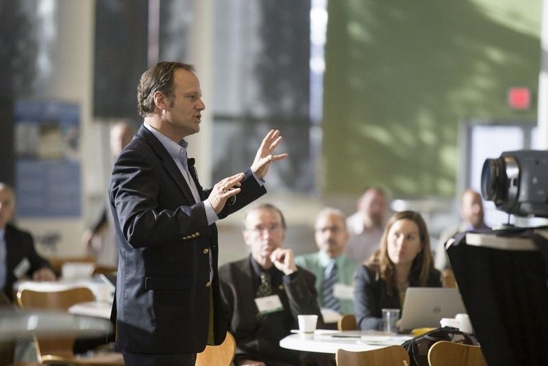 conversación socializar Hipnosis para hablar en público